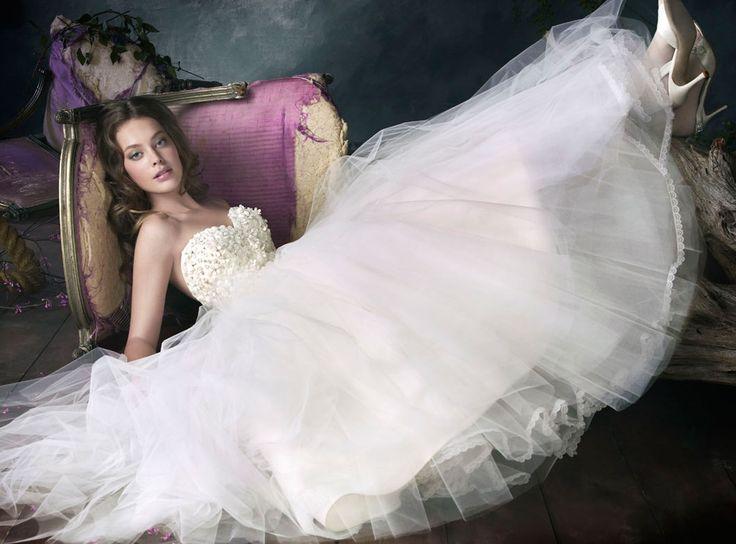 Kleiden - Lazaro Brautkleider #2047163 - Weddbook