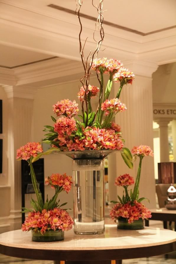Wedding centerpieces and reception decor 2047385 weddbook for Floral arrangements for wedding reception centerpieces