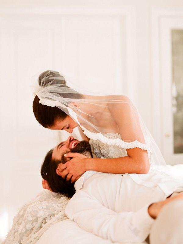 زفاف - لحظة حلوة بين العروس والعريس