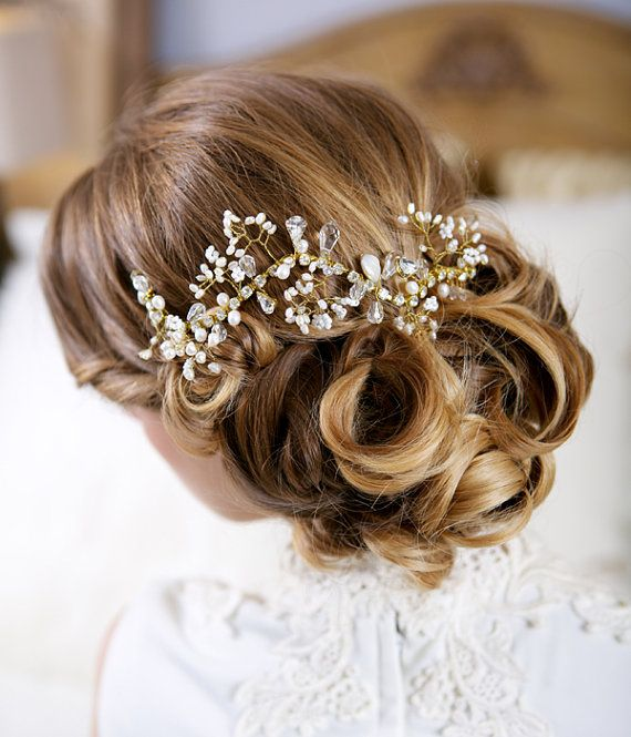 Wedding wedding headpiece decorated with crystals