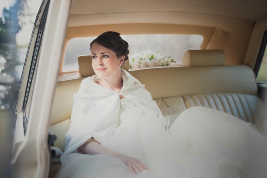 Mariage - Carly-Right Before She Goes dans l'église pour se marier