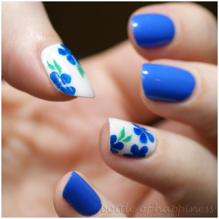 Nail Art Blue Floral