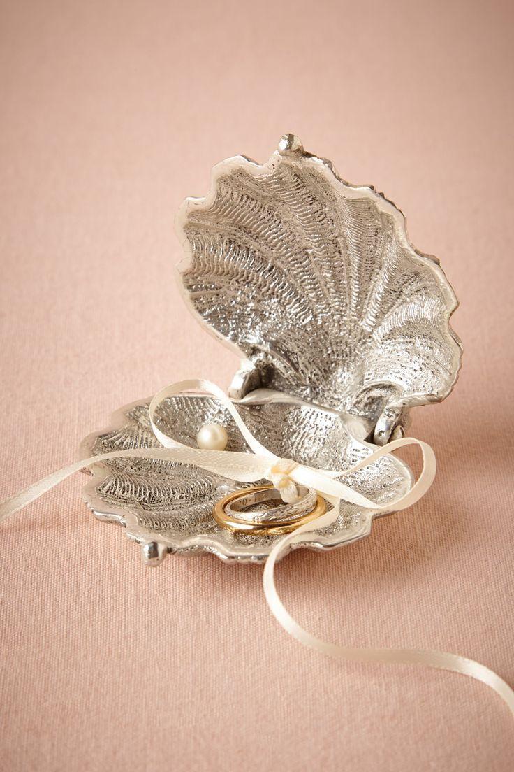 Wedding - Silvery Seashell Ring Holder