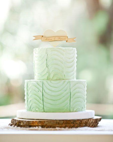 زفاف - A كعكة الزفاف النعناع الأخضر مع أي توبر خشبية