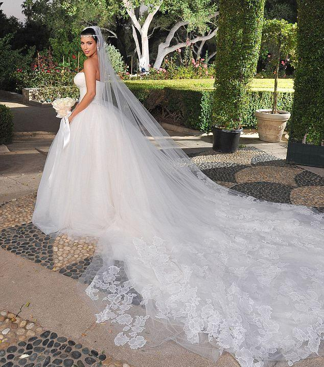 Hochzeitskleider - Kim Kardashians Hochzeitskleid #2054677 - Weddbook