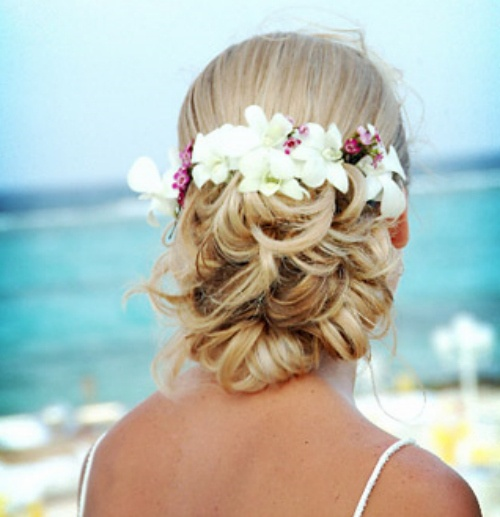strand hochzeit haar beach wedding haar mit tropischen blumen 2055881 weddbook. Black Bedroom Furniture Sets. Home Design Ideas