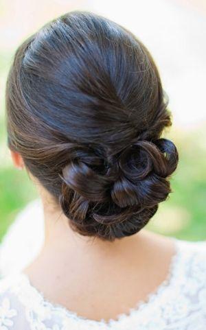 coiffures de mariage les cheveux d 39 une demoiselle d 39 honneur 2055960 weddbook. Black Bedroom Furniture Sets. Home Design Ideas