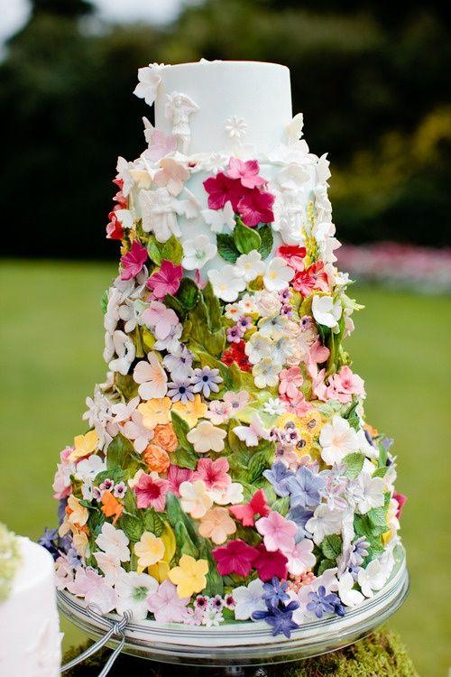 Garden wedding wedding cake for a garden wedding for Outdoor wedding cake ideas