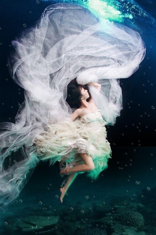 Свадьба - Trash The Dress, Sposa В Acqua