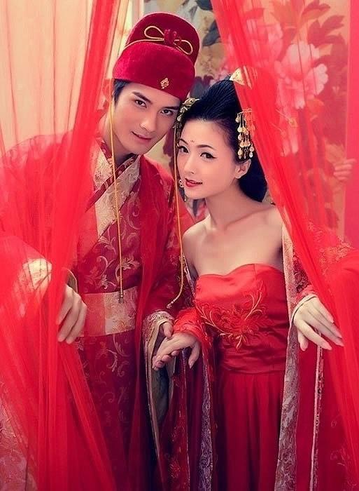 Traditionelle Chinesische Hochzeitskleider #2056907 - Weddbook