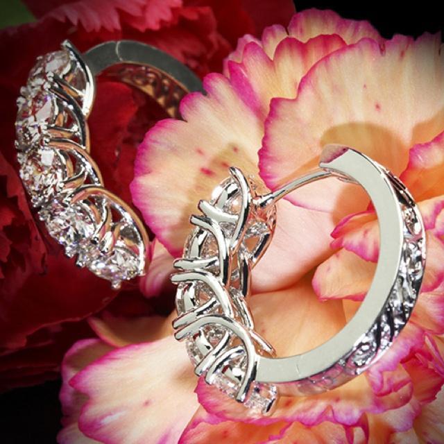"""Mariage - 0.65ctw Or blanc 18 """"-Prong partagée"""" Diamond Boucles d'oreilles"""