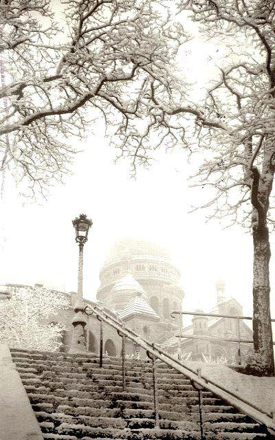 Wedding - Snowy Day In Montmartre, Paris.
