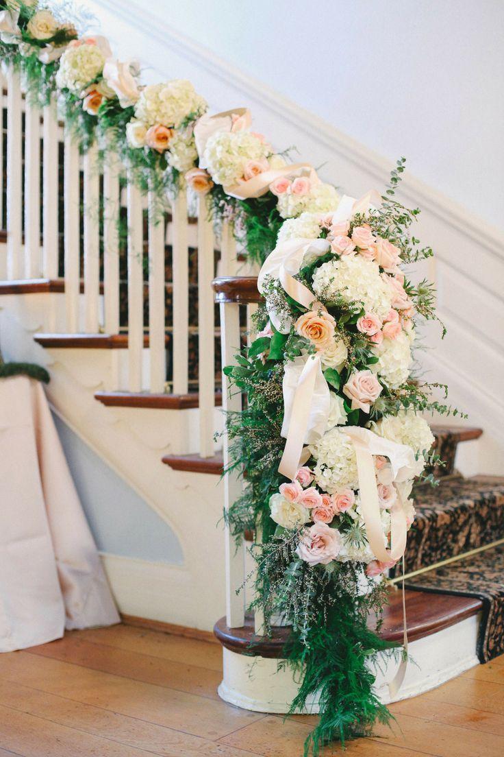Как украсить лестницу на свадьбу своими руками