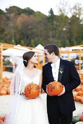 Hochzeit - Pumpkin Patch Portraits. Entzückende für eine Hochzeit im Herbst.