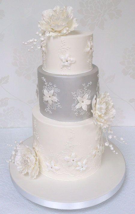 Eine Romantische Pfingstrose Und Maiglockchen Hochzeitstorte
