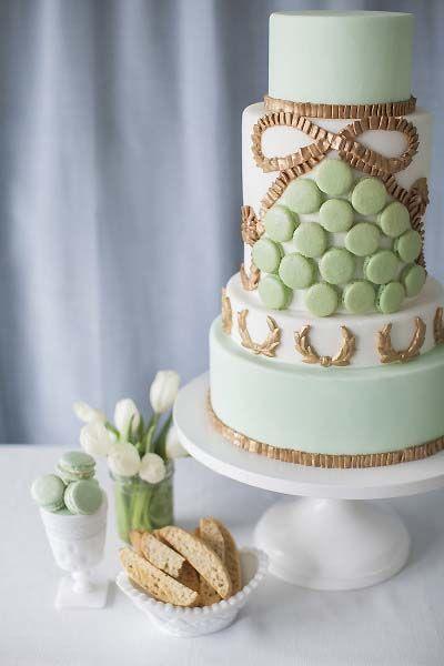 Mint Green Macarons Gold Hochzeitstorte 2062873 Weddbook