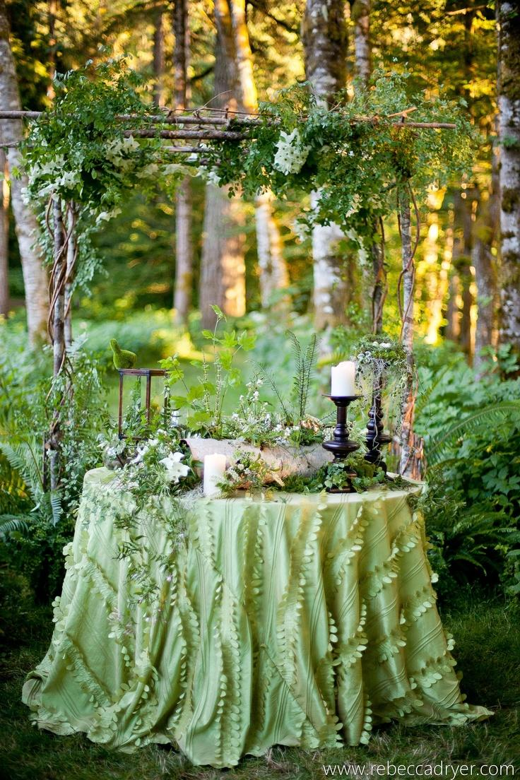Garden wedding secret garden wedding 2063659 weddbook for Table jardin beauty