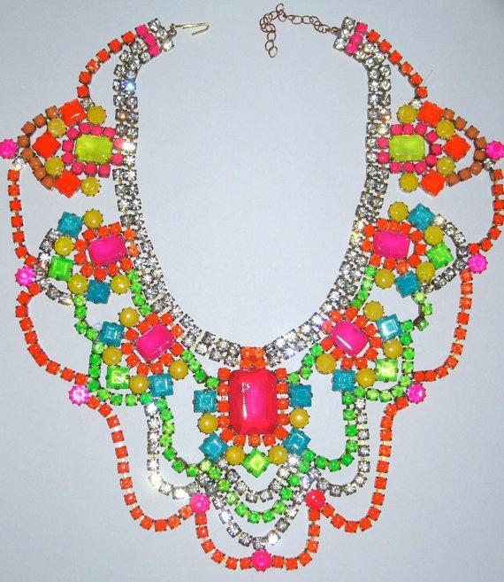 Uno de un collar Rhinestone Tipo de neón pintada a mano de la vendimia
