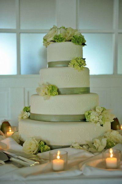 Green Wedding Green And White Wedding Cake 2064579 Weddbook