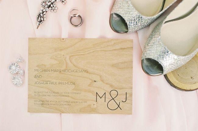 Hinterhof Hochzeit Holz Gravierte Hochzeits Einladung 2064835