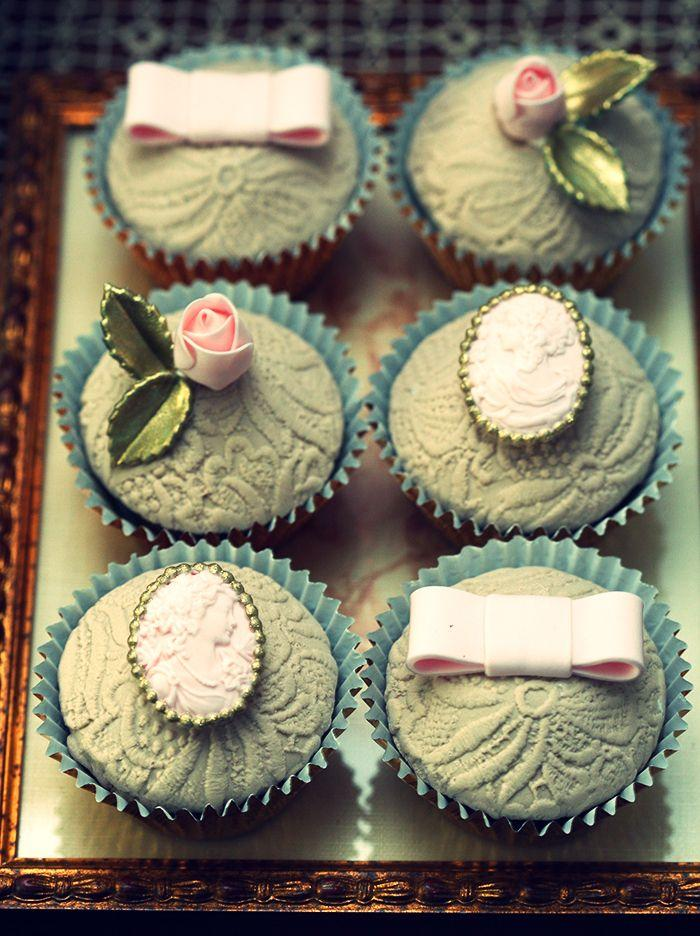 Wedding - Brooch Cupcakes--so Pretty!