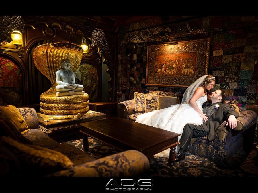 Mariage - Ce qui se produit dans la salle de la Fondation, reste dans la pièce Fondation ...