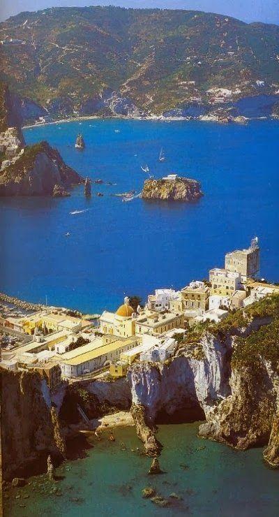 Honeymoon amazing places in the world 2077849 weddbook for 7 most amazing places in the world