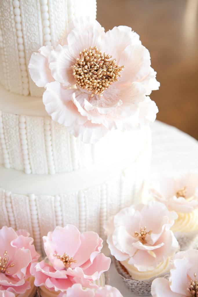 Hochzeitstorten Close Up Of Pearl Perlen Hochzeitstorte 2078650