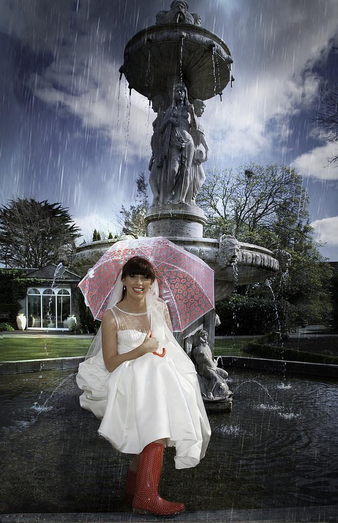 Свадьба - Свадебный День Искупаться В Фонтане!