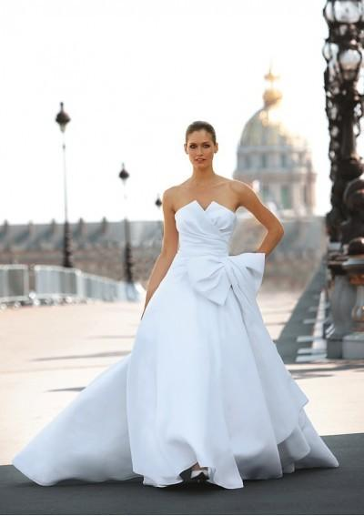 Свадьба - Organza Strapless Notched Neckline Pleated Bodice With Bow Accents A-line Skirt With Attached Chapel Train Hot Sell Wedding Dres