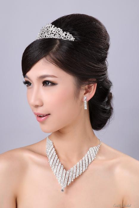 Свадьба - Have a look at Castlebridal.com jewellery sets. You can find necklaces & earrings, bracelets & necklaces & other jewellery combinations. http://goo.gl/6xy1Hc