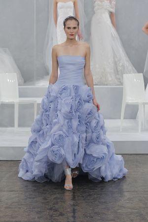 Mariage - Mariée avec des robes de mariage Sass