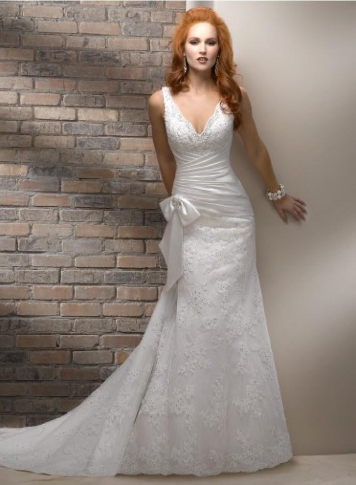 Свадьба - A-line Spaghetti Strap Appliques/Lace/Bow Column/Sheath Chapel Train Glamorous Natural Lace Wedding Dresses WE2677