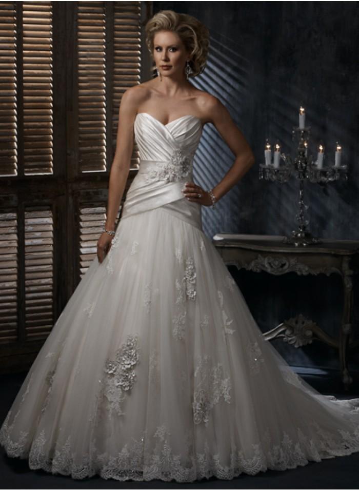 زفاف - Lace-up Strapless Lace/Appliques/Flowers/Pick-ups/Sequins Chapel Train Elegant Organza/Satin/Lace Wedding Dresses WE2695