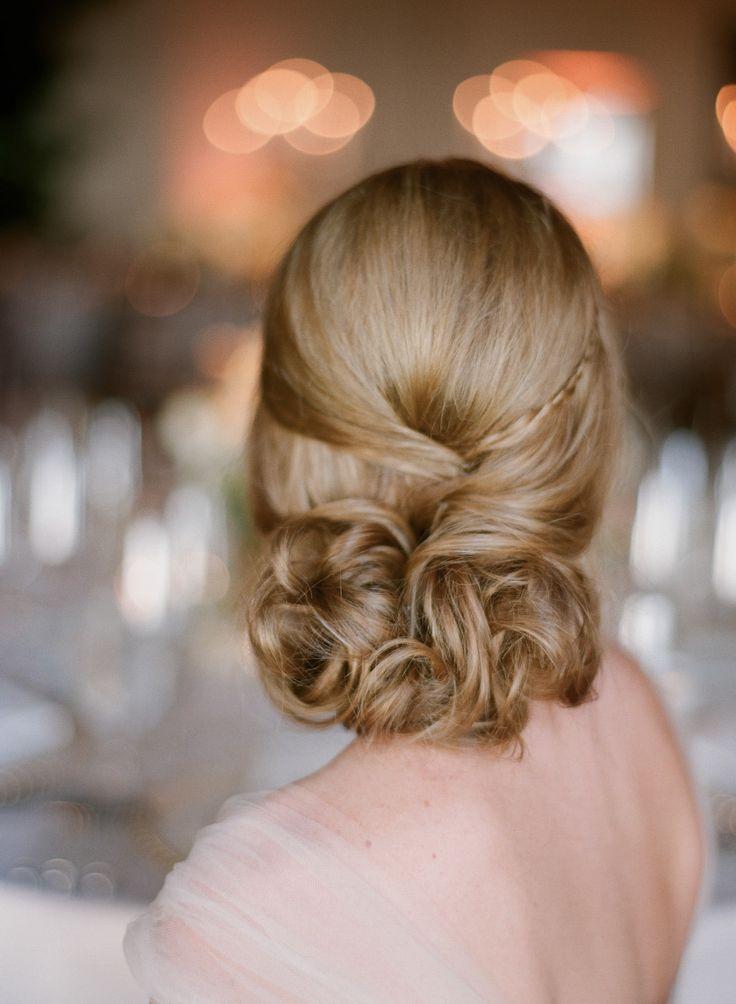 Прическа с убранными волосами