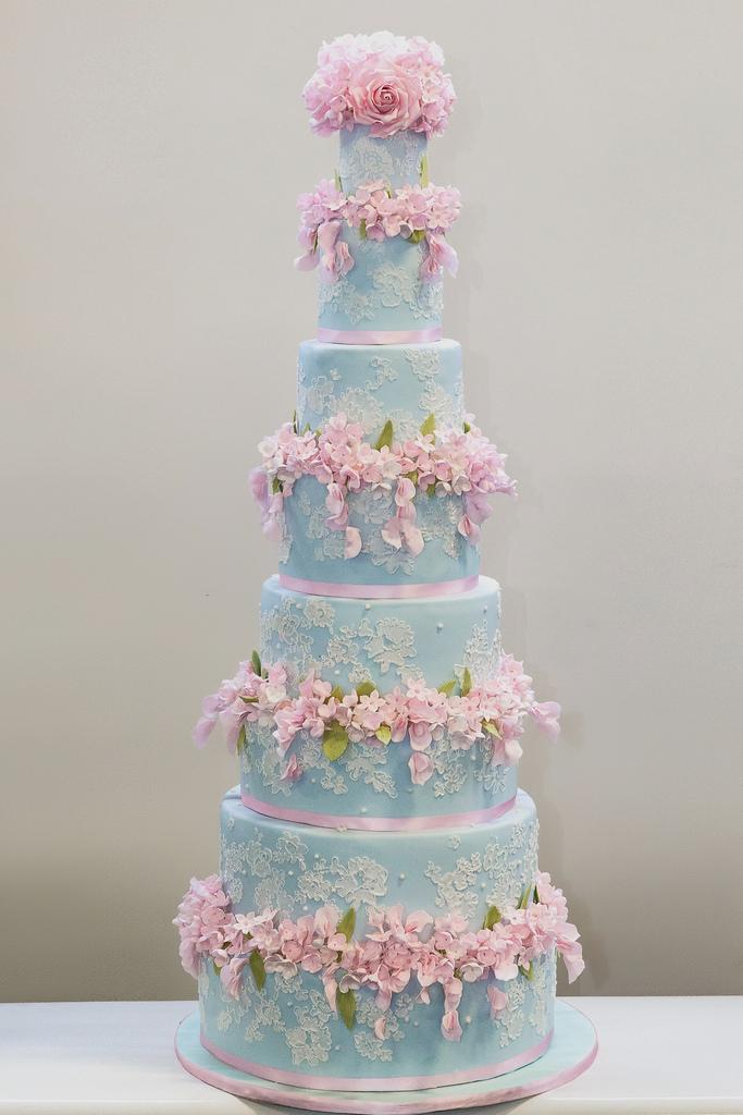 Blau Cornelli Lace Kuchen Mit Rosa Blumen 2084728 Weddbook