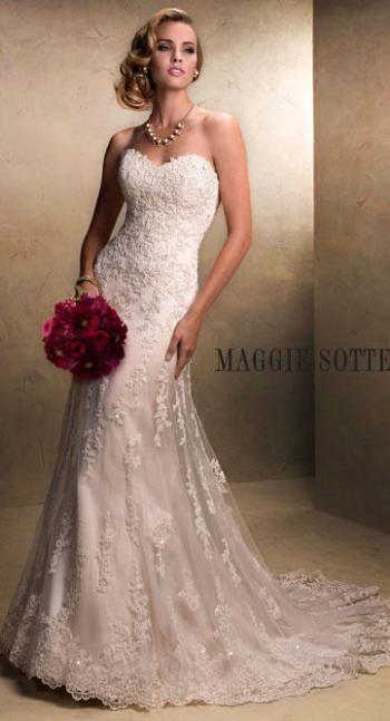 زفاف - العروس مع فساتين زفاف ساس