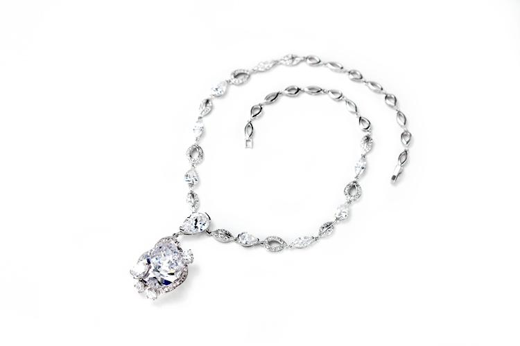 Wedding - Drop pendant necklace