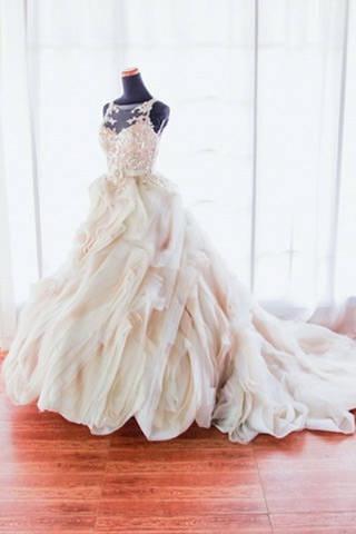 Dress - Veluz Reyes #2085908 - Weddbook