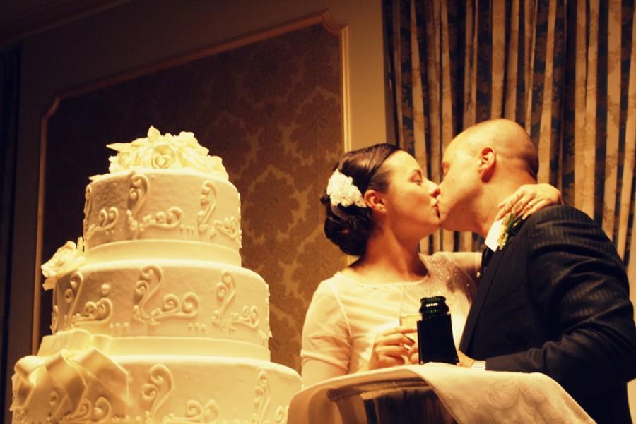 Mariage - Le baiser et le gâteau