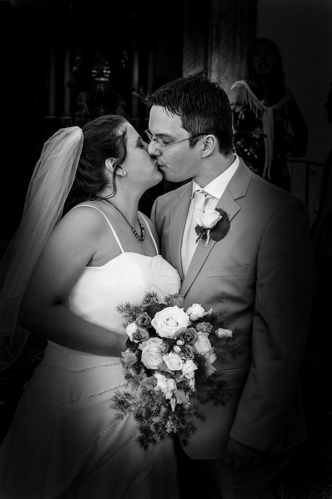 Wedding - Wedding Kiss