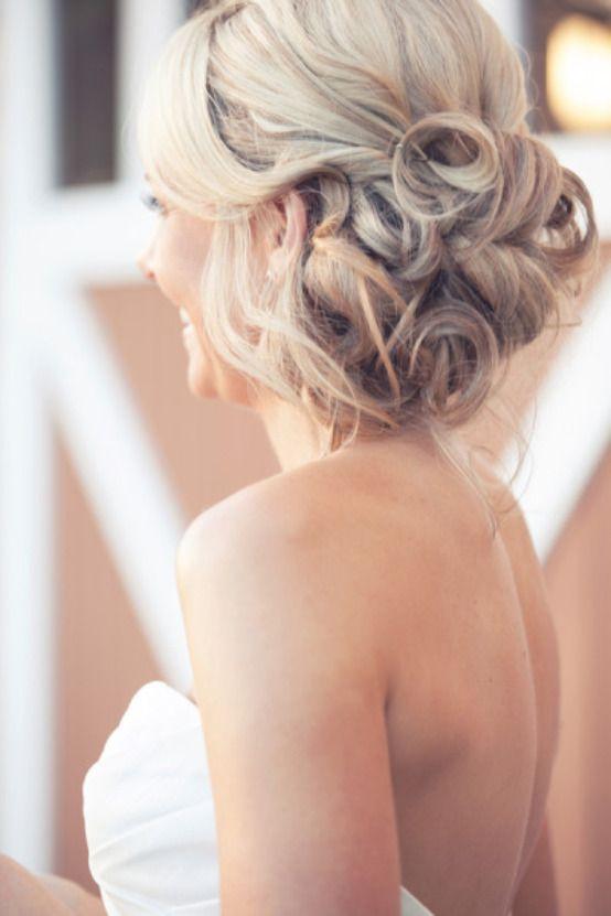 زفاف - عرائس مع أنماط ساس الشعر