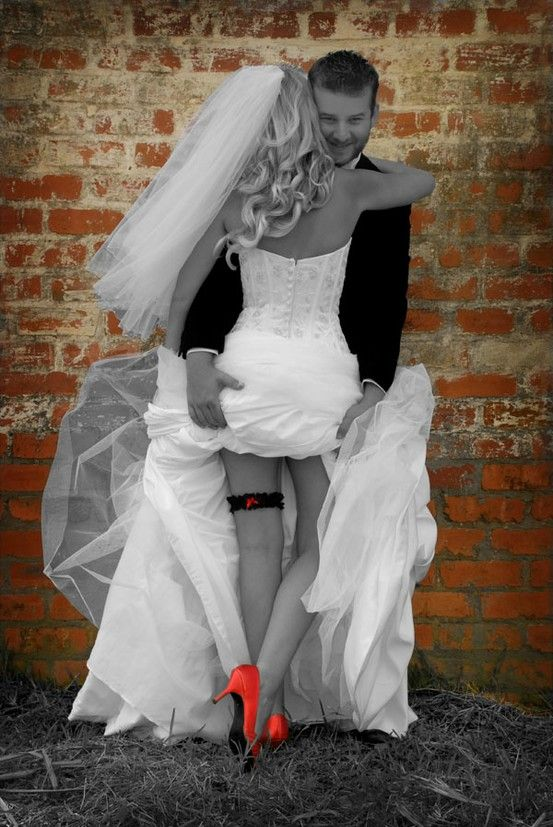 Wedding - Bride And Groom Picture Ideas - Standing