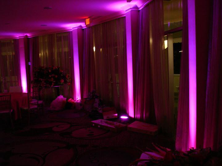 Свадьба - Pink LED Uplights