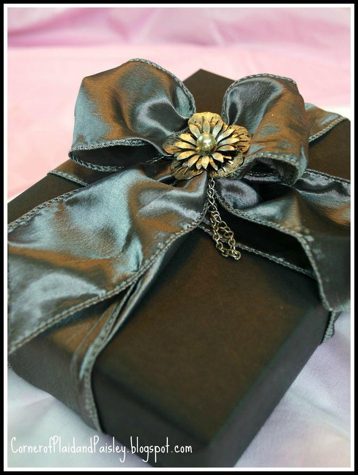 diy elegant gift wrapping 2099347 weddbook