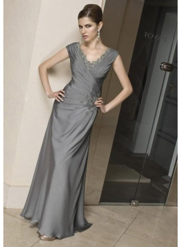 Свадьба - A-line Short Sleeve V-neck Appliques/Feather Floor-length Elegant Natural Silver Satin Mother Dresses WE4568