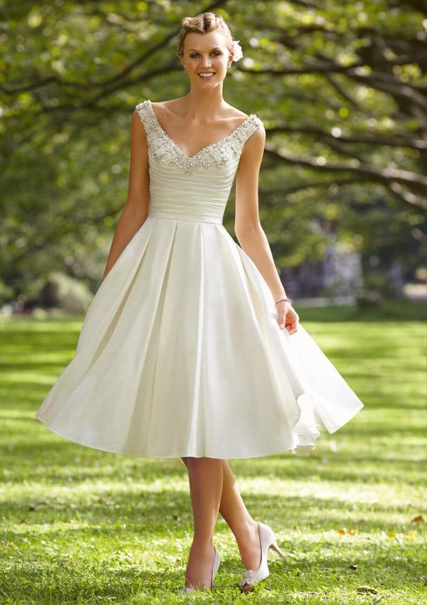 Hochzeit - Crystal Beaded Embroidery On Luxe Taffeta Wedding Dresses(HM0256)