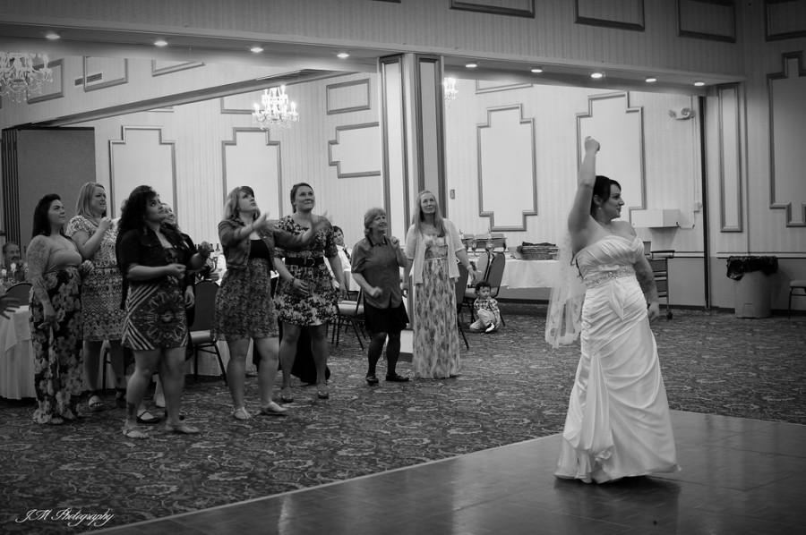 Wedding - Bouquet Toss