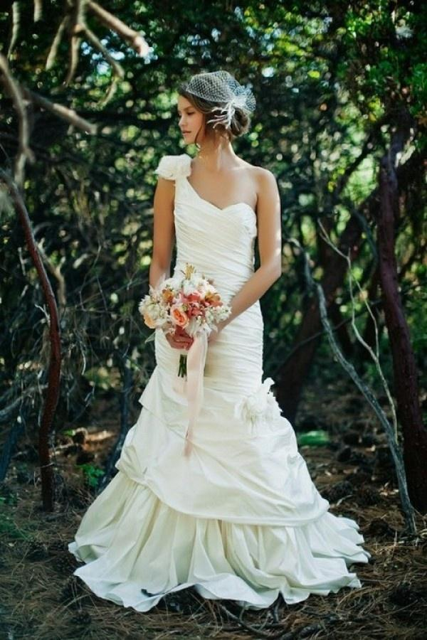Hochzeit - Ein Schultergurt Brautkleider Inspiration