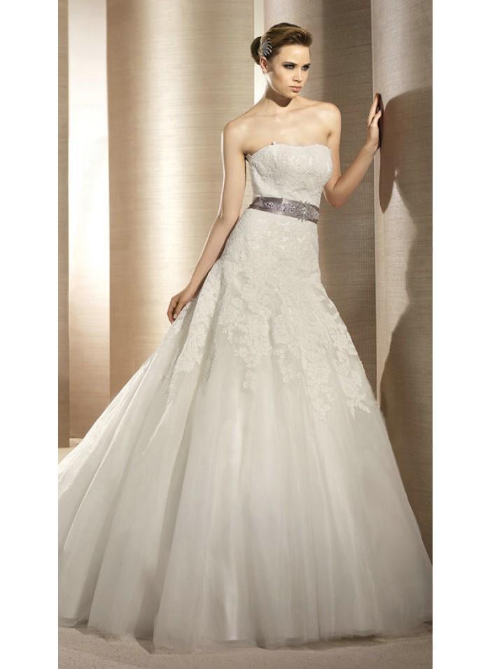 زفاف - A-line Strapless Grape Sashes/Lace/Appliques Chapel Train Glamorous Natural Organza/Lace Wedding Dresses WE2648